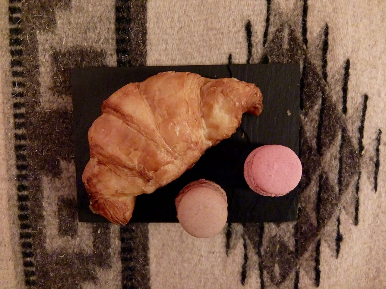 Willi's Cakes: homemade croissants and macarons