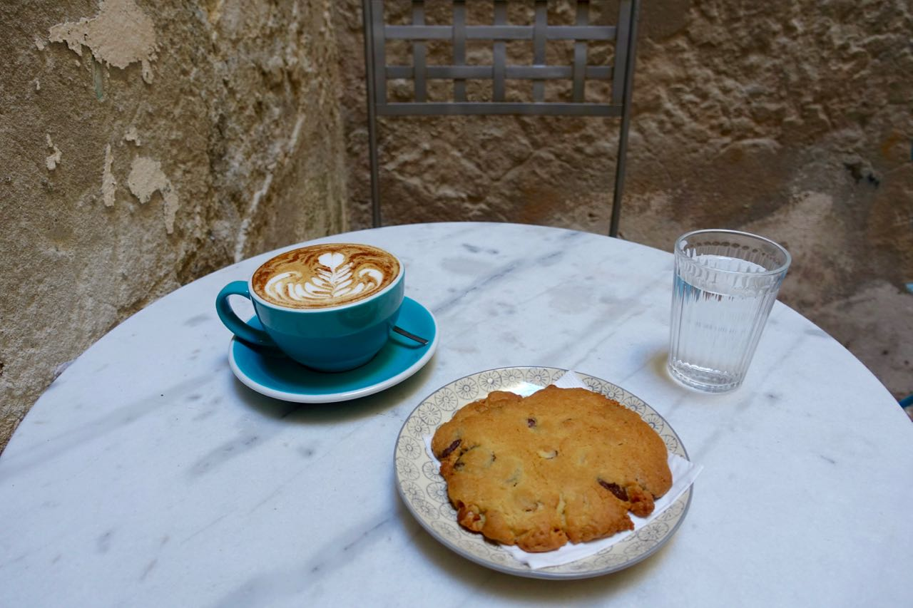 Pumpkin Latte and cookie at KURO espresso bar