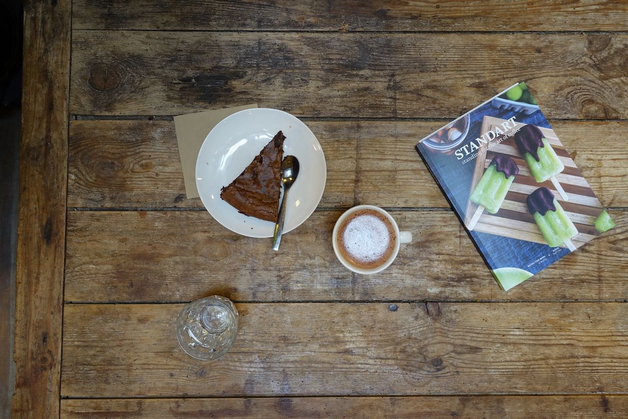 Café Piha brownie and hot chocolate, Bordeaux Specialty Coffee Guide