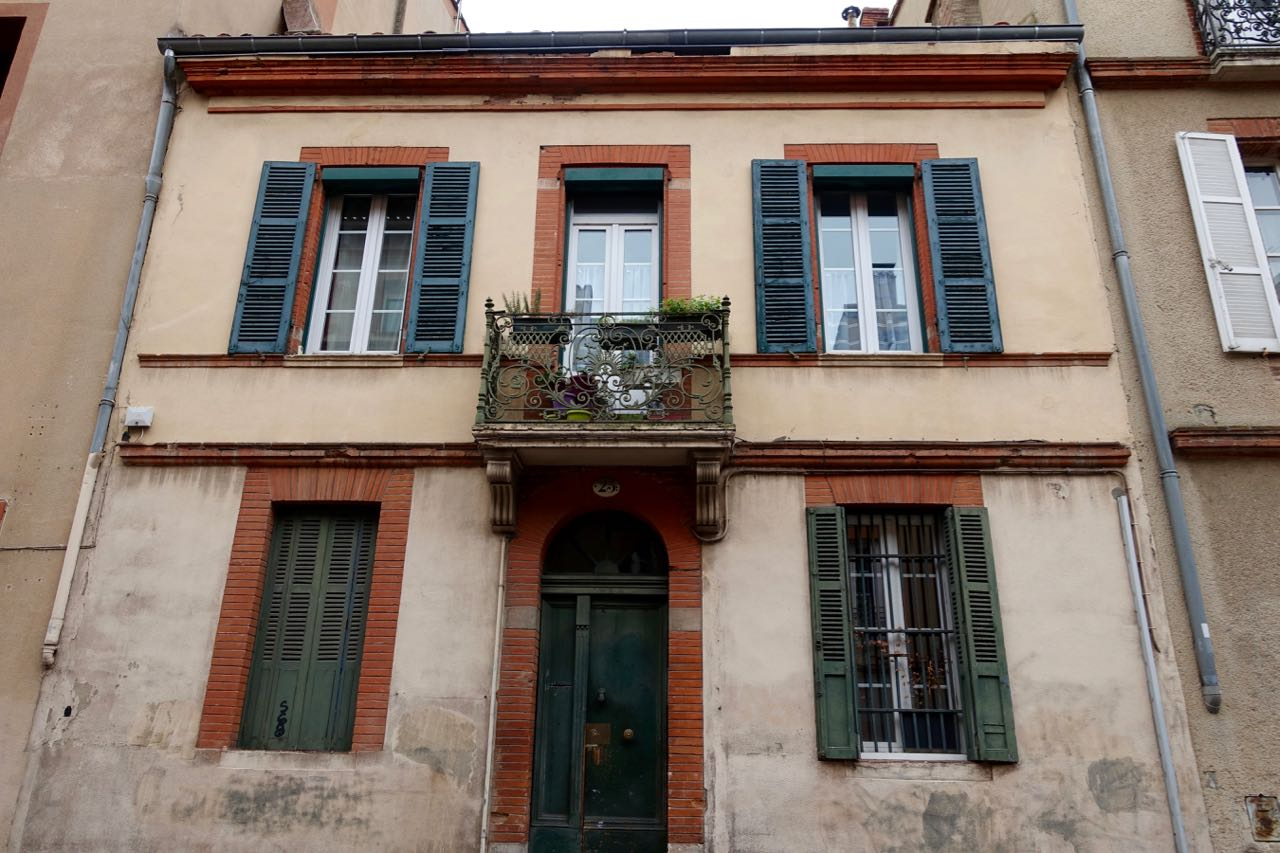 Visiting Toulouse, house front