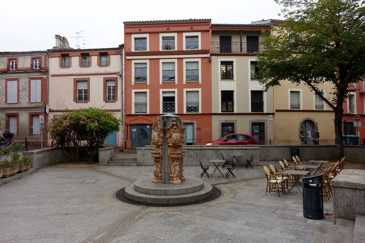 Visiting Toulouse, plaza