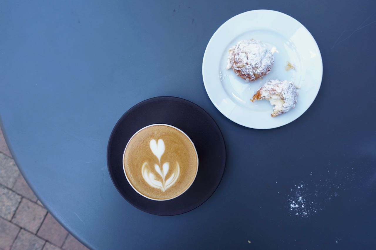 L'Alchimiste Flat White and Dune Blanches, Bordeaux Specialty Coffee Guide