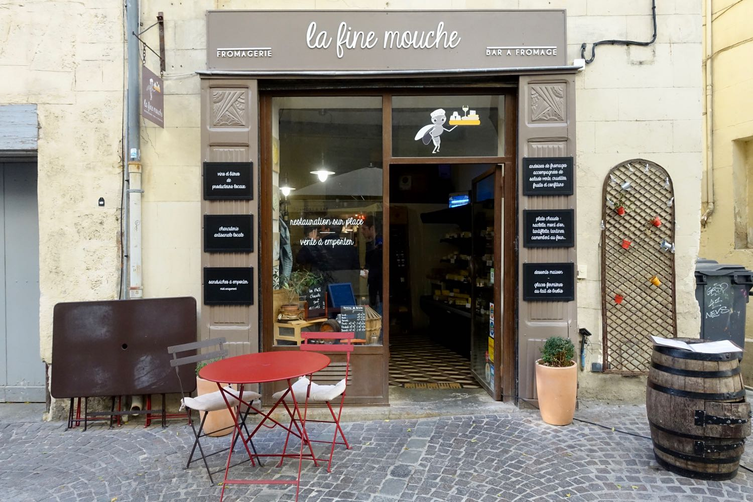 where to eat in montpellier from specialty coffee shops to slow food yoga cafes. Black Bedroom Furniture Sets. Home Design Ideas